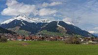 Das Dorf Axams in Tirol