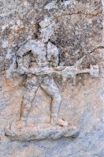 in Kampfpose auf Marmor in der Johannes Basilika-Ruine Selcuk
