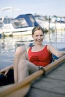 junge Frau im Paddelboot