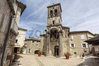 Die Kirche Saint Pierre im Städtchen Labeaume, Südfrankreich