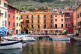 Idyllischer Fischerhafen von Castelletto, Gardasee