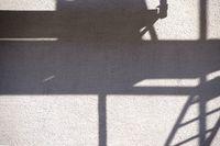 Baugerüst wirft Schatten