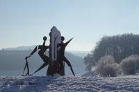 Skulpuren im Schnee