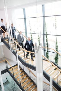 Business Consulting Team im Treppenhaus