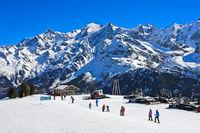 Skigebiet Les Contamines-Montjoie vor dem Montblanc Massiv, Haute-Savoie, Frankreich