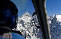 Anflug im Helikopter auf den Gipfel Jungfrau, Berner Alpen, Grindelwald, Schweiz