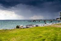 Heranziehendes Unwetter an der Strandpromenade von Sassnitz.