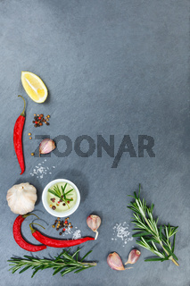 Kochen Zutaten Kräuter Basilikum Gewürze Hochformat Textfreiraum Copyspace rote scharfe Peperoni