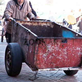 Warentransporteuer in Marokko 540
