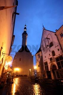 Die Altstadt am Rathausplatz oder Raekoja Plats in Tallinn der Hauptstadt von Estland