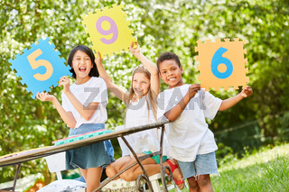 Kinder bei Wettbewerb als Jury Preisrichter