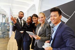 Junges multikulturelles Business Team