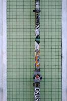 Mosaikfliesen mit Regenrohr