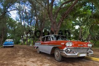 Amerikanischer roter Oldtimer in Santa Clara Cuba - Serie Kuba Reportage