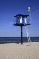 Turm der DDR Wasserwacht am Ostseestrand, Usedom