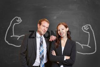 Business Team vor Tafel