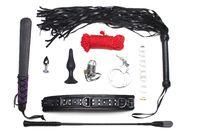 BDSM Spielzeug auf weißem Hintergrund