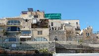 Häuser am Platz vor der Klagemauer in Jerusalem
