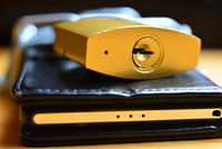 Handy Sicherheit Kette mit Schloß im Internet telefon