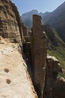 Blick vom Eingang zur Felsenkirche Abuna Yemata in die Schluchten der Gheralta Mountains, Aethiopien