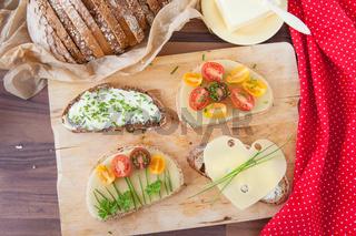 Verschiedene belegte Brote
