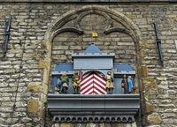 Glockenspiel mit Szenen zur Verleihung des Stadtrechts am gotischen Rathaus