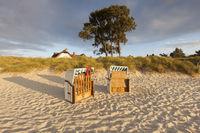 Fischerhaus in den Dünen am Strand von Ahrenshoop, Ostsee