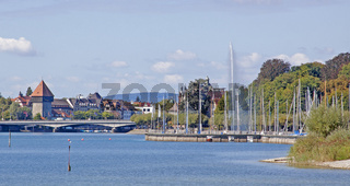 Konstanzer Yachthafen und  Rheintorturm