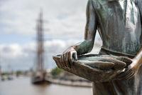 Jantje Vis, Bronzefigur in Emden, Ostfriesland