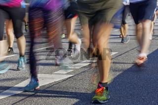 Marathonläufer mit Bewegungsunschärfe, Hamburg, Deutschland, Europa