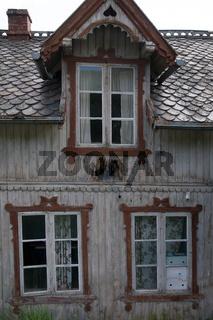 Zerfallenes Holzhaus im Romsdal, Norwegen