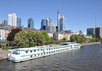 Kreuzfahrtschiff in Frankfurt