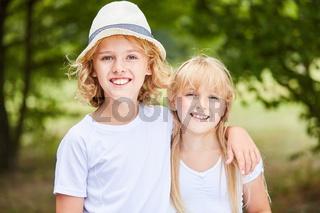 Porträt von Bruder und Schwester