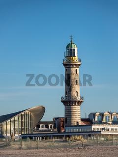 Der Leuchtturm und Teepott in Warnemünde