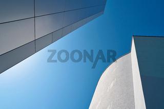 Moderne Architektur und blauer Himmel