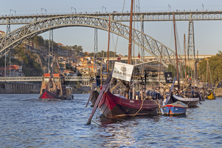 Rabelo Boote, Portweinboote auf dem Rio Douro, Fluss Douro, Porto, Portugal, Europa