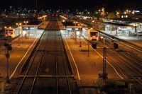 Bahngleise bei Nacht bei Schweinfurt