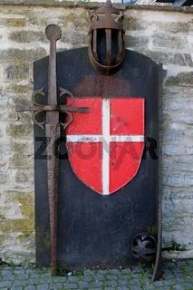 Estland, Tallinn, Garten des dänischen Königs, Schild mit dänischem Kreuz