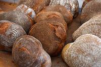 Bauernbrot; Holzofenbrot; loaves of bread; farmhouse bread;