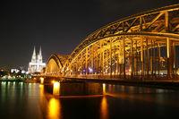 Kölner Dom, Rhein und Hohenzollernbrücke bei Nacht