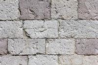 Mauerwerk aus weißrosa Kalkstein
