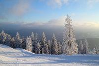 Winterlandschaft mit Skipiste