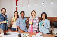 Gruppe Studenten im Startup Team