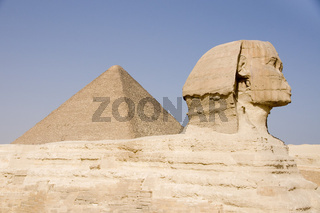 Cheops Pyramide Sphinx with pyramid