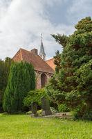 Friedhof und Glockenturm in Loquard, Ostfriesland