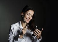 Geschäftsfrau mit smartphone