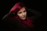 Portraitaufnahme einer jungen Frau mit roten Haaren