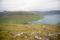 Kollafjørdur auf den Färöer Inseln von den Bergen aus gesehen