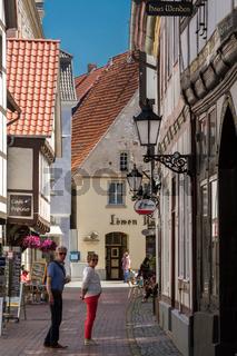 Touristen in der Altstadt von Hameln