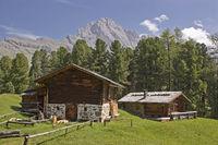 Idyllische Hütten im Grödner Tal